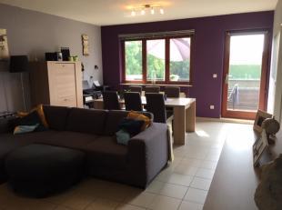 Info en bezichtiging: MAIL info@immodetiege.be<br /> <br /> Te huur in Hoegaarden (op 5' rijden van E40 en station Tienen): rustig gelegen duplex appa