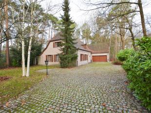 Unieke karaktervolle villa met tal van mogelijkheden op een perceel van 1985 m² gelegen in een residentiële omgeving te Keerbergen.<br /> <b