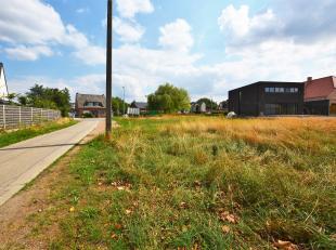 Prachtige bouwgrond voor open bebouwing op perceel van 953 m² op centrale toplocatie te Beerzel.<br /> <br /> Nabij zowel Beerzel als Putte dorp,