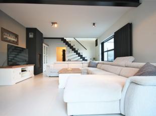 Schitterend gerenoveerde gesloten bebouwing op 392 m² met tal van mogelijkheden op centraal gelegen locatie te Beerzel.<br /> <br /> Gelegen op w