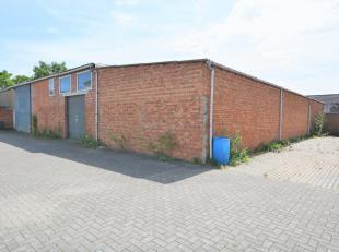 In optie/ in afwachting compromis/ bezoek mogelijk<br /> <br /> Achterliggend, overdekt magazijn van 1000 m² nabij centrum Booischot (Heist-op-de