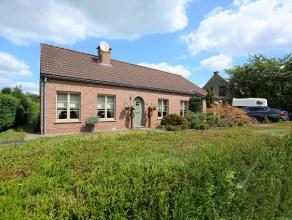 Prachtig afgewerkte, rustig gelegen open bebouwing op perceel van 990 m² te Bonheiden.<br /> <br /> Hier vertoef je in een weelde van groen maar