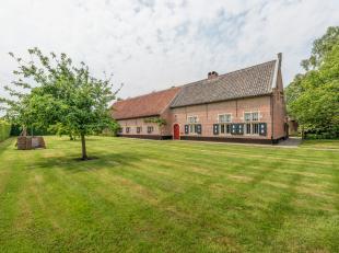 Uniek gerestaureerde langgevelhoeve van 1771 met meerdere bijgebouwen op perceel van 4233 m² op toplocatie te Putte, met tal van unieke mogelijkh