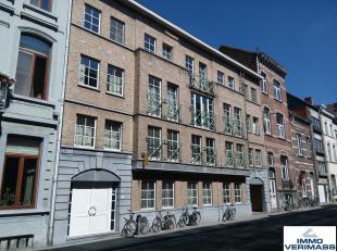 Afgelijnde autostaanplaats onder het gebouw gelegen op verdieping -1 in de Parkstraat 223. <br /> <br /> Minimale huurtermijn: 12 maanden