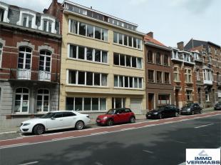 Ideaal gelegen op wandelafstand van hartje Leuven vindt u dit volledig gerenoveerde appartement met 2 slaapkamers en bureau. Indeling: inkomhal en ves