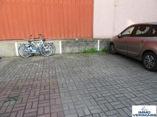 Onmiddellijk beschikbaar - Immediately available. Ruime autostaanplaats gelegen in de Diestsestraat te Leuven. Op wandelafstand van het station, de Bo