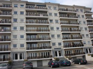 Uitstekend gelegen op wandelafstand van centrum Waver, ruim appartement met twee slaapkamers en grote garagebox. Indeling: inkomhal met vestiaire, rui