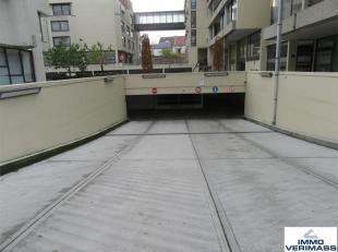 Onmiddellijk beschikbaar - Immediately available. Ruime garagebox in centrum Leuven. Ideaal gelegen t.o.v. station, Ladeuzeplein, winkelstraten (Bondg