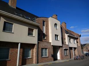Beschikbaar 15/01 of 01/02 - available 15/01 or 01/02.<br /> <br /> Ruim duplex appartement (114 m2) met 2 slaapkamers in het centrum van Heverlee, op