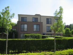Beschikbaar 01/03 - available 01/03.<br /> <br /> Nieuwbouw penthouse met 2 slaapkamers, groot zuidwaarts terras en 2 autostaanplaatsen. Heerlijk geni