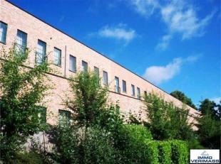 Recente, ruime en heldere studentenstudio met terras! Deze studio is ideaal gelegen op fietsafstand van GASTHUISBERG en het centrum van Leuven. Mogeli