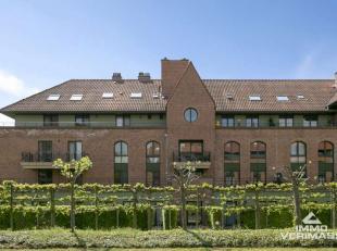 Op wandelafstand van hartje Leuven vindt u dit exclusieve appartement met 2 slaapkamers en dakterras met panoramisch uitzicht over de stad. Indeling:,
