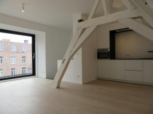 Uitstekend gelegen duplex. Totaalrenovatie 2015.<br /> Dit appartement is gelegen in het wandelgedeelte van de Diestsestraat.<br /> De duplex is geleg
