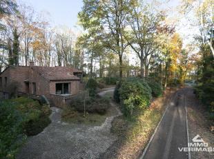 Rustig gelegen in een bosrijke omgeving vindt u deze instapklare villa op een perceel van 26 a 78 ca.<br /> De totale woonoppervlakte bedraagt 260 m2.