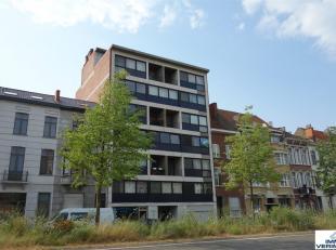 Beschikbaar 01/03 - Available 01/03.<br /> <br /> Prachtig, volledig gerenoveerd appartement met 2 ruime slaapkamers waarvan 1 slaapkamer voorzien als