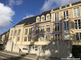 """Dit prachtig appartement met 2 slaapkamers is gelegen op de 1ste verdieping van de residentie """"Lattenklievers"""" te Sint-Joris nabij winkels en diensten"""