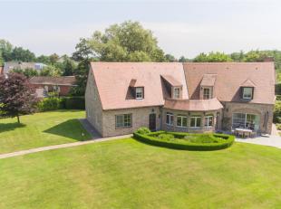 Prachtige klassevolle ruime villa met 6 kamers op riant perceel van ca.44 are. Deze villa (BJ 2000) verraadt nauwelijks wat ze te bieden heeft aan de
