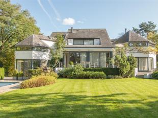Bekijk alle info van deze villa op www.exclusivehousing.be! Pal aan het meer & op wandelafstand van de Royal Golf Club bevindt zich deze magnifiek