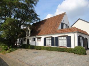 Mooie karaktervolle gerenoveerde villa in landelijke stijl en met prachtig uitzicht !  Rustig gelegen vlakbij de dorpskern en ingedeeld met grote leef