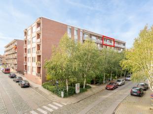 Centraal en rustig gelegen appartement op de 5de verdieping <br /> <br /> Het appartement is volledig gerenoveerd geweest in 2012!<br /> <br /> Bestaa