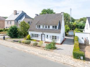 Mooie villa op West-gericht perceel van 11 are in Heverlee.   <br /> <br /> Het gelijkvloers omvat een grote lichtvolle leefruimte, een aparte keuken