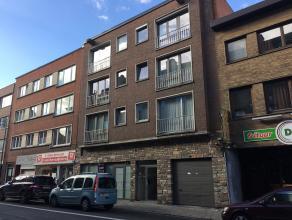 Verkoop van twee gerenoveerde gelijkvloerse appartementen met 1 slaapkamer ! Kan ook in aanmerking komen voor kangoeroe-wonen daar de 2 appartementen