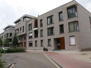 Recent appartement in het centrum van de stad : Modern appartement gelegen op de eerste verdieping.<br /> <br /> Met ruime living met open keuken uitg