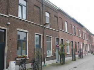 Mooie gerenoveerde woning bestaande uit 3 slaapkamers, living met open ingerichte keuken en zonnig terras. Gelegen in het centrum van Leuven in een ze
