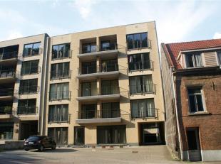 Mooi en ruim appartement bestaande uit 2 slaapkamers, 2 terrassen (voor & achter), open/ingerichte keuken, living en badkamer.<br /> <br /> 2 staa