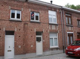 Zeer gezellig, gerenoveerd huisje in een rustige straat in het centrum van Leuven. Het huis heeft 2 slaapkamers, badkamer, open keuken, living en een