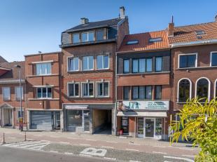 Recent gerenoveerd en trendy appartement met zeer ruim terras aan de rand van Leuven en nabij het station!<br /> <br /> Het appartement is gelegen op