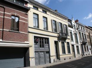Heel gezellig, tof dakappartement in een stijlvol herenhuis, gelegen aan de stadsrand van Leuven. <br /> <br /> Bestaande uit 1 slaapkamer met zicht o