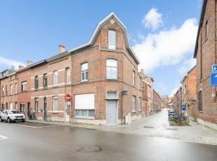 Gerenoveerde woning met een karakteristieke gevel en met 3 slaapkamers en een koer te centrum Leuven!<br /> <br /> De woning werd in 2013 grondig gere