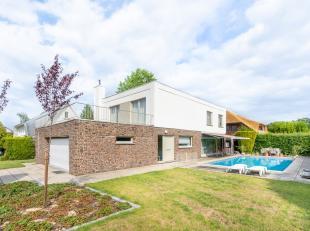 """Deze tijdloze villa met verwarmd zwembad, gelegen in de residentiële wijk """"Diependaal"""" te Herent omvat :<br /> <br /> op de gelijkvloerse verdiep"""