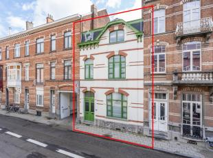 Prachtig herenhuis met een gevelbreedte van 7m, 4 slaapkamers, 2 badkamers en tuin te centrum Leuven!<br /> <br /> Deze woning werd smaakvol gerenovee