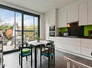 Droomt u van een charmante woning in een rustige buurt, die tiptop in orde is? Laat u verrassen door dit gerenoveerde huis en installeer u in de heerl
