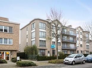 In Schoten vlak bij Park Vordenstein wacht een ruim en lichtrijk appartement op een nieuw gezin. Via de trap of lift komt u in de ruime hal met ingema