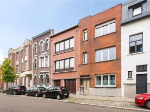 Gebouw ingedeeld in 3 te renoveren appartementen, 6 kelderbergruimtes, terrassen en tuin. Gelijkvloers: mogelijkheid tot realiseren van een 2 slaapkam
