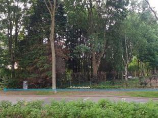 Bent u op zoek naar een mooi stukje bouwgrond voor een halfopen woning in het groene Brasschaat? Wilt u heel rustig wonen en toch niet ver van het cen