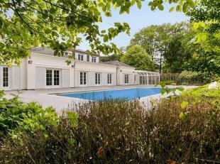 Een pareltje voor de meerwaardezoekers, deze villa met bijgebouw en buitenzwembad op een parkdomein van 1,2 ha. De hoofdwoning van 399 m² heeft e