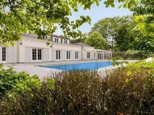 Een pareltje voor de meerwaardezoekers, deze villa met buitenzwembad op een parkdomein van 1,2 ha. De woning van 399 m² heeft een royale leefruim