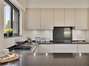 U zoekt een leuk appartement met garage en 3 slaapkamers, veel natuurlijk licht en rustig gelegen? Dan is dit een buitenkans. De halfopen bebouwing is