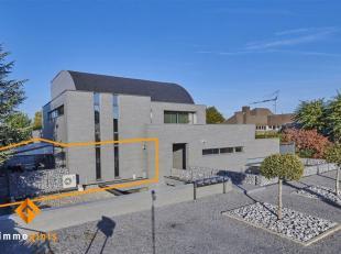 Dit zeer ruim (248 m²) en luxueus afgewerkt gelijkvloers appartement, is gelegen in het centrum van Lommel. Instapklaar!<br /> Gelijkvloers: inko