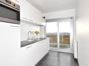 Gerenoveerd lichtrijk appartement.  750 euro/ maand. Bijdrage tot de gemeenschappelijke delen is 120€. Het appartement heeft  twee slaapkamers, de rui
