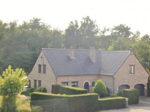Exclusieve villa met prachtige tuin, gelegen op 19a 28ca.<br /> <br /> Locatie : BOKRIJK<br /> <br /> Indeling:<br /> Gelijkvloers: ruime inkomhal, L-