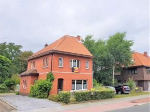 Karaktervolle te renoveren woning met een naastliggend perceel bouwgrond van 9 are<br /> Indeling woning :<br /> Ruime inkomhal, woon- en eetkamer, ve