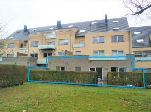 Mooi en recent gelijkvloers appartement van 97 m²<br /> Indeling :<br /> ruime inkomhal, open leefruimte met woon-en eetkamer ( veel lichtinval)