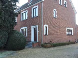 Goed gelegen gezinswoning in de Kampstraat 25, in de directe nabijheid van het Atlas College.<br /> <br /> indeling :ruime woon-en eetkamer, 4 ruime s