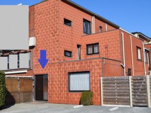 Lichtrijke duplex met 2 volwaardige slpk. Bewoonbare Opp 126 m² ! Inkomhal met trap. Op 1ste verdiieping : lichtrijke living met eet- zit- en bur