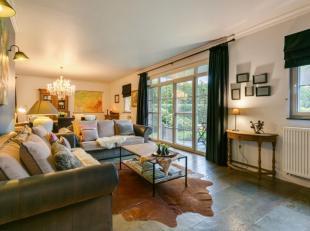 Laat u verleiden door dit prachtige gelijkvloerse appartement is een pareltje, tip top in orde.<br /> Het omvat een inkomhal met apart toilet, ruime l